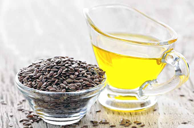 flaxseed oil and seeds | Foodal.com