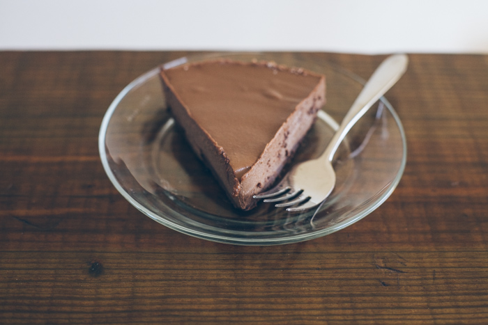 smooth and creamy raw chocolate cheesecake