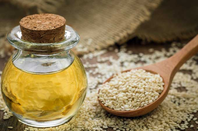 sesame oil and seeds | Foodal.com
