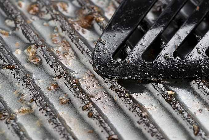 Scraping Cast Iron Grill Pan | Foodal.com