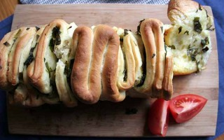 Pull-Apart Bread with Fresh Ramson – Perfect for Spring!
