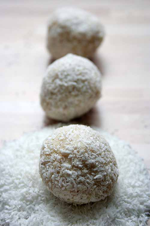 Looking for something a bit sweet to serve with coffee, or after dinner tonight? These white chocolate coconut candies are easy to make, and they're delicious too! Follow the link to find the recipe on Foodal. https://foodal.com/recipes/desserts/white-chocolate-coconut-delights/ 