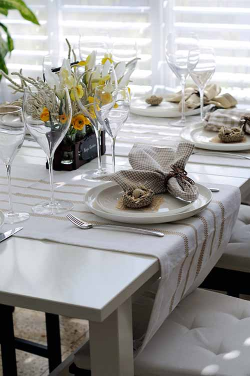 A touch of spring can grace your table at this time of year in so many ways. For our top tips, read more on Foodal: https://foodal.com/knowledge/how-to/springtime-table-setting-tips/ ‎