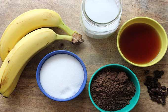 Café Con Choco-Latte Paletas with Roasted Bananas: A Mexican Ice Pop Specialty | Foodal.com