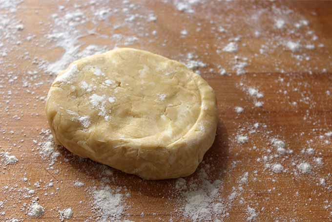 Preparing to Roll Pie Dough | Foodal.com