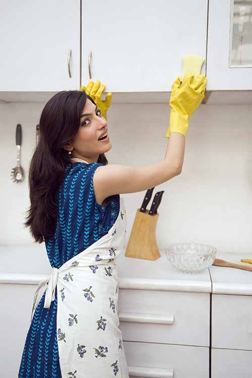 Ultimate guide to cleaning kitchen cabinets cupboards for Best cleaning solution for greasy kitchen cabinets
