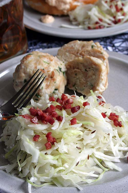 Try this delicious German version of coleslaw with a vinegar dressing. Topped with crispy bacon, it will soon become one of your favs! Get the recipe here: http://foodal.com/holidays/oktoberfest/cabbage-salad-bacon/