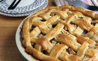 Pear and Apple Pie | Foodal.com
