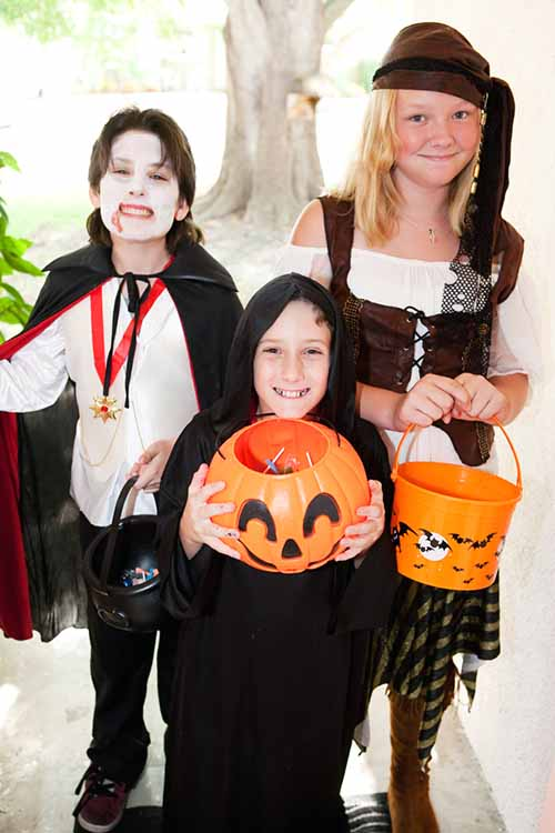 Looking for fun activities for your kids with food allergies to do in place of trick-or-treating? Our fun and spooky suggestions won't leave anyone out! Read more: https://foodal.com/holidays/halloween/fun-for-kids-with-food-allergies/