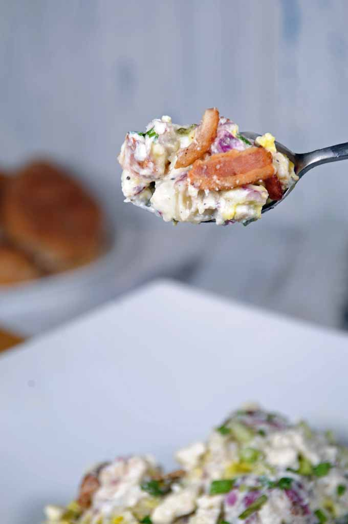 This loaded potato salad is the best in comfort food and incorporates everything that tastes good - sour cream, feta cheese, and bacon. Make this at home today. https://foodal.com/recipes/comfort-food/loaded-potato-salad/ ‎
