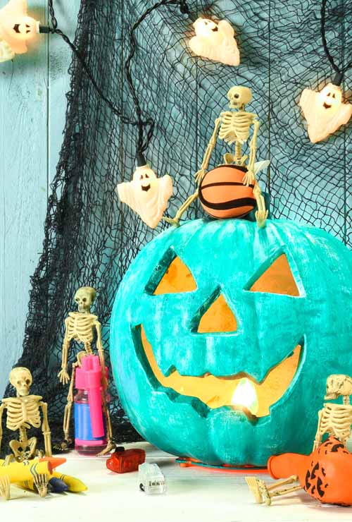 Do you want to make Halloween fun for your kids with food allergies? Then take the focus off food and put it on fun with creative ideas the whole family can enjoy. Put smiles on the faces of your little witches and goblins with activities to remember and treats to enjoy with these ideas: https://foodal.com/holidays/halloween/fun-for-kids-with-food-allergies/