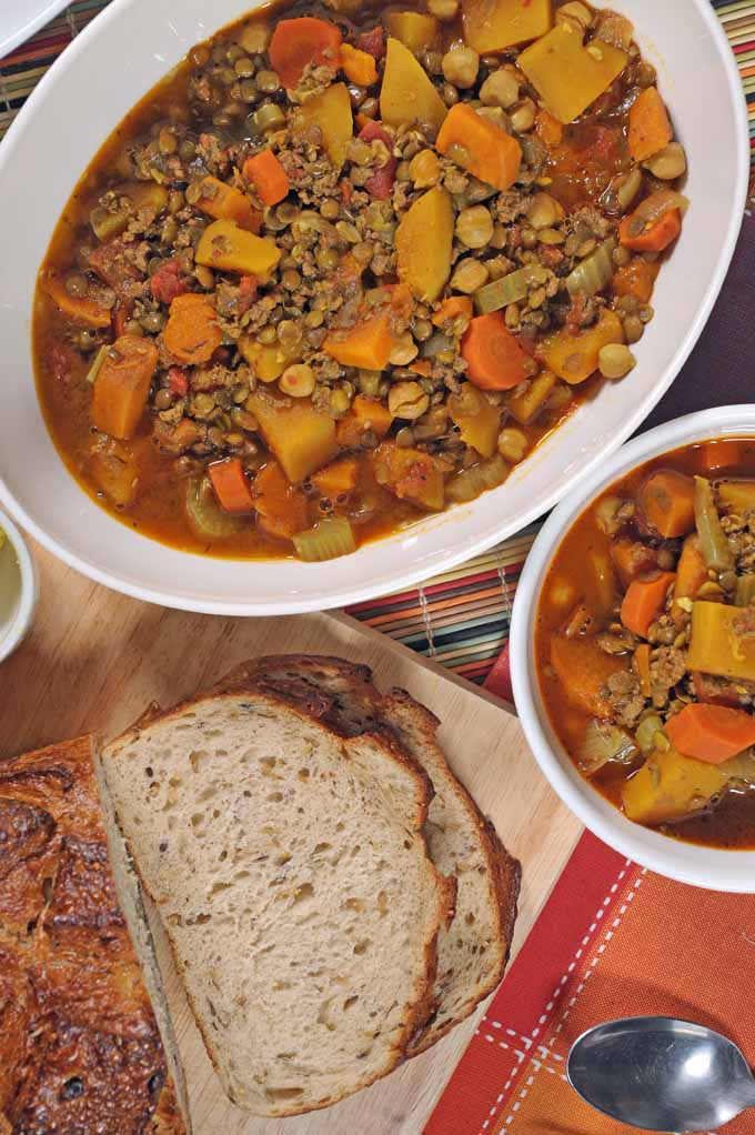 You have to try this wonderful Moroccan stew recipe! Lamb and spices will make your mouth explode in flavor. Get the inside skinny here: https://foodal.com/recipes/soups/moroccan-stew/