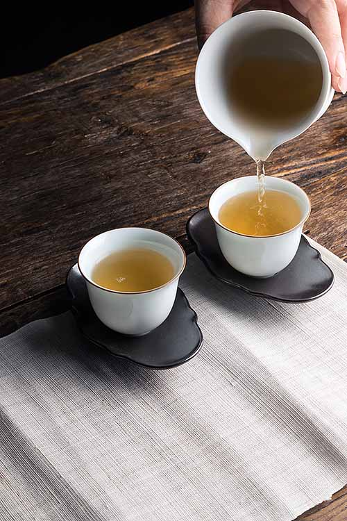 Packing an even greater punch of potential benefits than green tea, white tea is delicately flavored, aromatic, and full of powerful antioxidants and phytonutrients. Learn more: http://foodal.com/drinks-2/tea/white-tea/