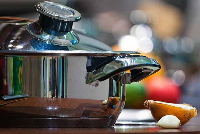 Avoiding Common (But Dangerous) Kitchen Accidents   Foodal.com