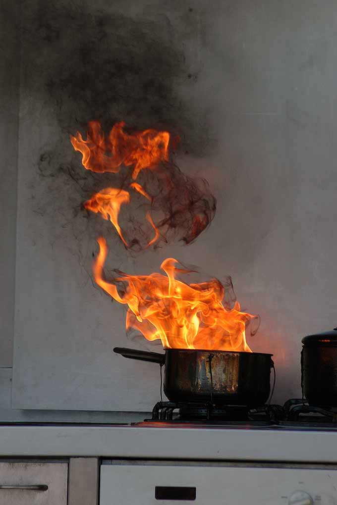 how to put off fire in the kitchen sims