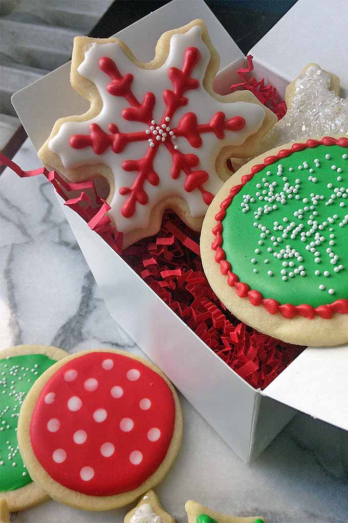 Learn how to decorate holiday cookies like a pro, with our ultimate guide to royal icing: https://foodal.com/recipes/desserts/decorate-holiday-cookies-royal-icing/