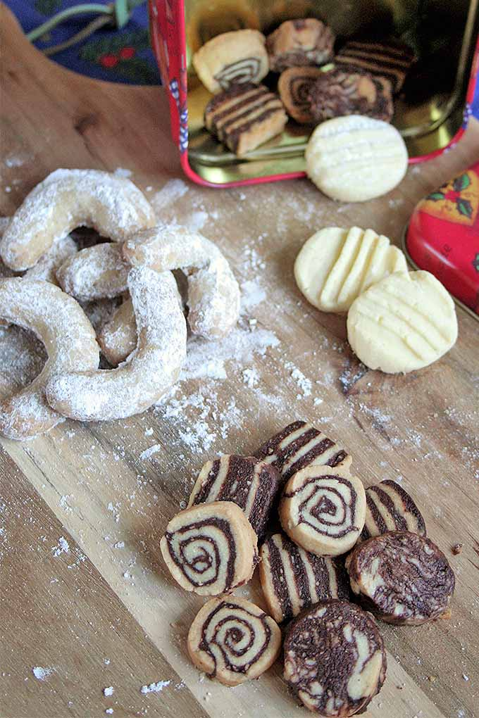 We've got three types of European Christmas cookies for your holiday baking pleasure - vanilla crescents, tender snowflakes, and black and white swirls and checkerboards. Get the recipes now: http://foodal.com/holidays/christmas/3-classic-european-christmas-cookies/