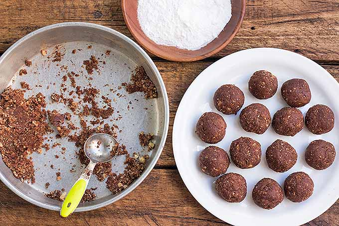 Homemade Holiday Whiskey Truffles | Foodal.com