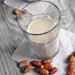 Homemade Roasted Almond Milk for the Holidays | Foodal.com