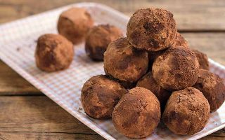 Make These Super Tasty Holiday Whiskey Truffles Now!