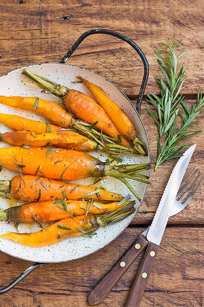 Trying to think of a different approach to eating your carrots? Try roasting them up in this delicious recipe. The addition of rosemary and a drizzle of honey melds sweetness with herbal flavors, making for a tasty, healthy side dish you're sure to love: https://foodal.com/recipes/veggies/roasted-rosemary-carrots/