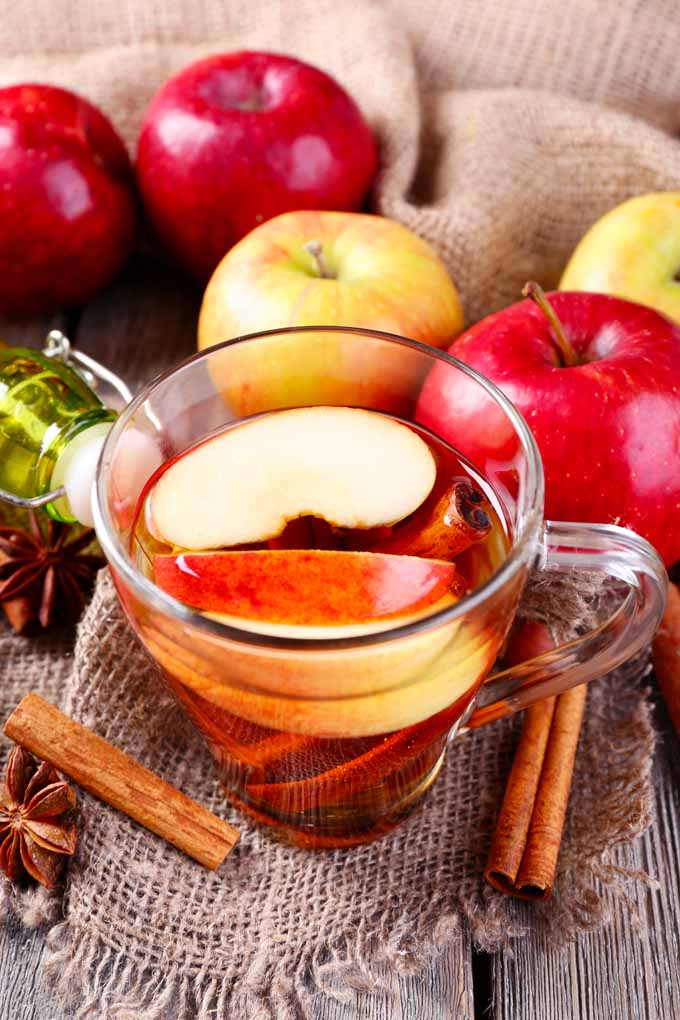 Did you know that adding apples to your favorite beverage will make it more interesting? Learn different ways to do it now: http://foodal.com/drinks-2/alcoholic-beverages/add-apples-to-cocktails/