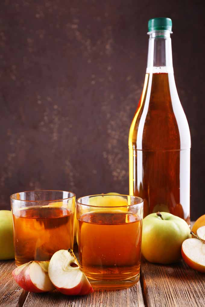 Are you getting enough zing to your cocktails? Learn more: https://foodal.com/drinks-2/alcoholic-beverages/add-apples-to-cocktails/