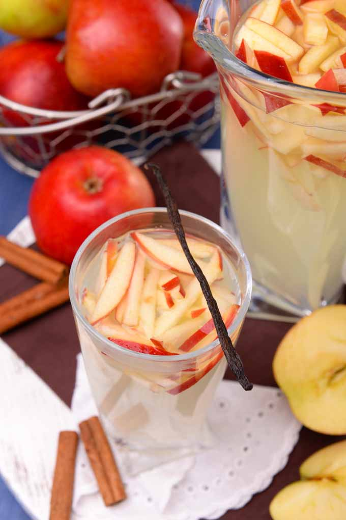 Do you know that you could level up your cocktails with bright apple flavor? Learn how to make one now: http://foodal.com/drinks-2/alcoholic-beverages/add-apples-to-cocktails/