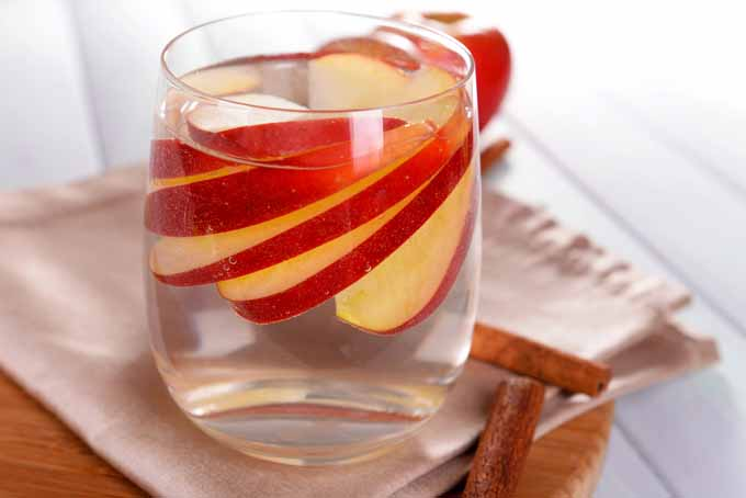 5 Ways Apples Can Make Exciting Cocktails   Foodal.com
