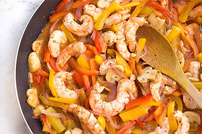 The best sizzling shrimp fajitas, with marinated shrimp and sauteed mushrooms, bell peppers, and onions. | Foodal.com