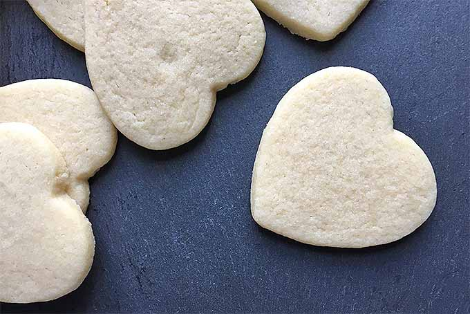 How to Decorate Sugar Cookie Hearts | Foodal.com