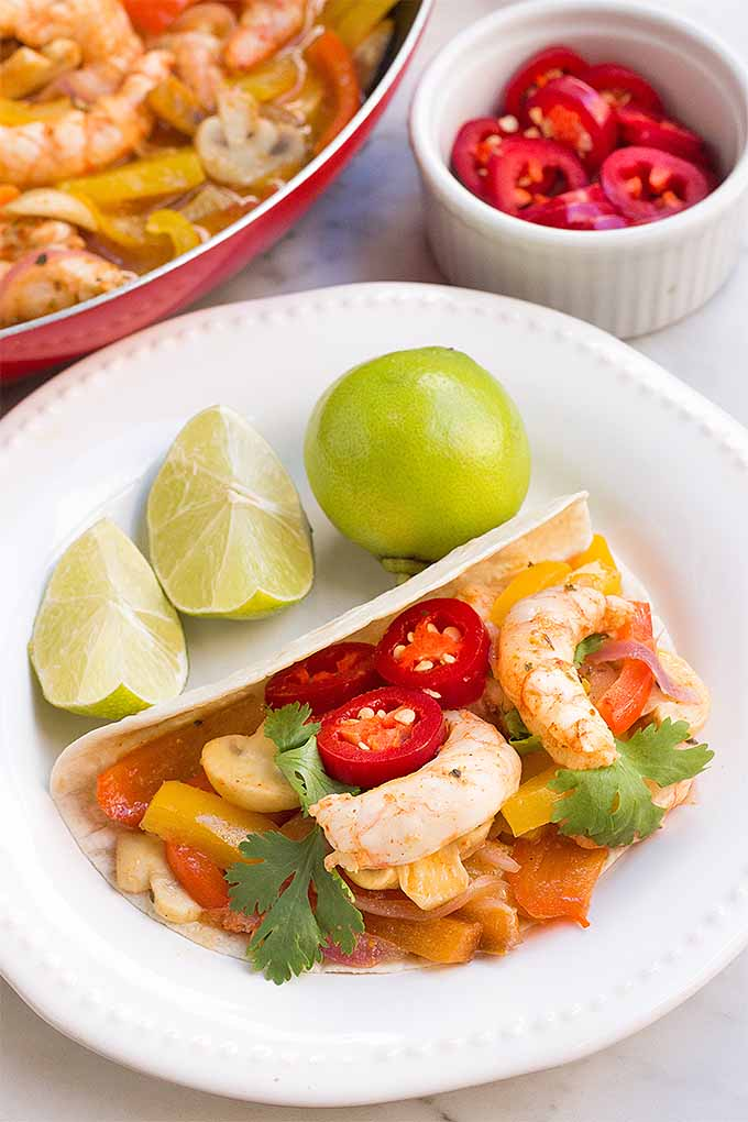 Shrimp fajitas with peppers, mushrooms and onions make a delicious dinner! We share the recipe: https://foodal.com/recipes/fish-and-seafood/sizzling-shrimp-fajitas/