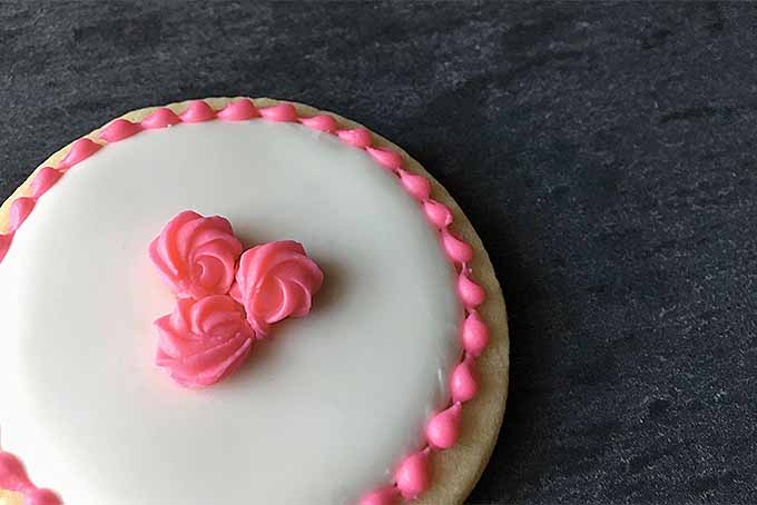 Royal Icing Rosettes to Decorate Valentine's Day Sugar Cookies | Foodal.com