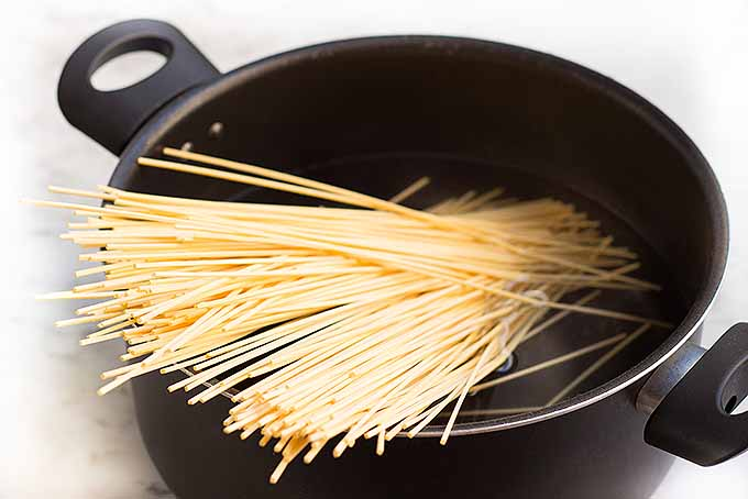 Boiling noodles for homemade lo mein | Foodal.com