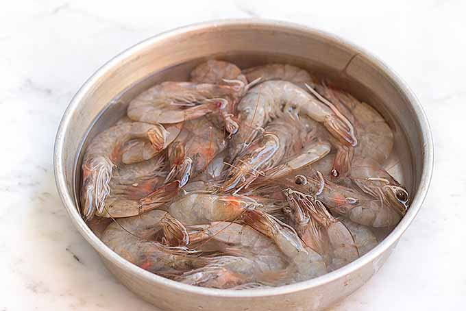 A bowl of fresh shrimp, before they are correctly shelled and deveined | Foodal.com