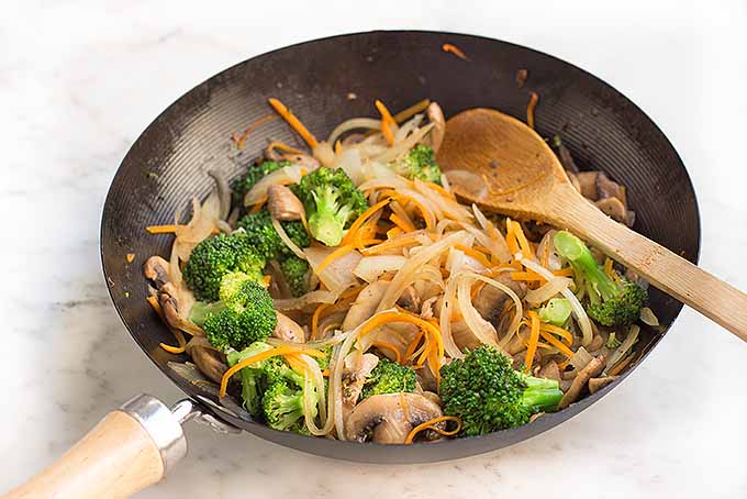 Cooking assorted veggies for lo mein | Foodal.com