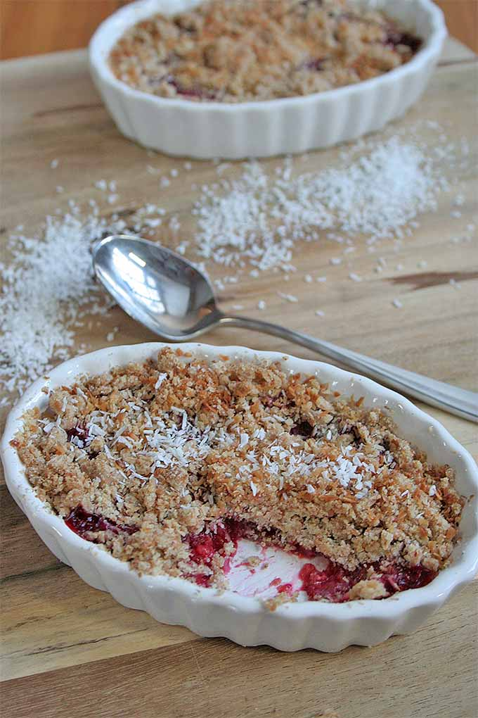 Need dessert but you're short on time? Skip the trip to the grocery store and the advanced level prep, with our four-ingredient recipe for Easy Fruit Crumble: https://foodal.com/recipes/desserts/the-easiest-and-tastiest-fruit-crumble-ever/