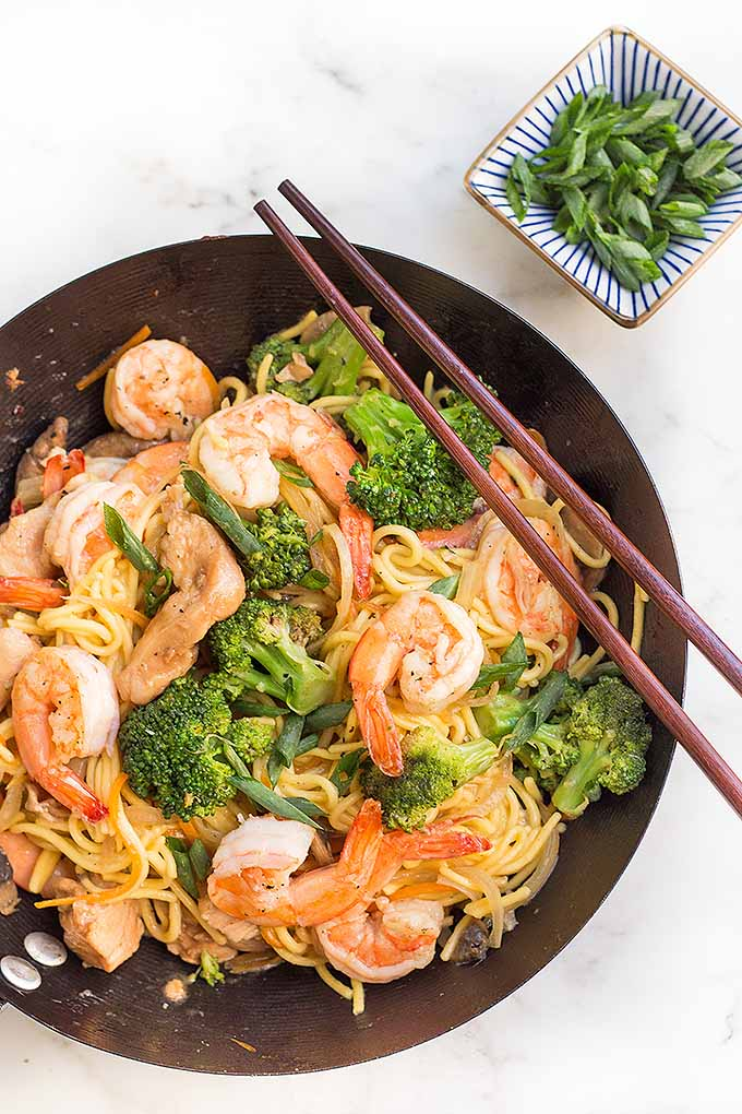 Make a super delicious lo mein for dinner tonight with our recipe: https://foodal.com/recipes/ethnic/special-chicken-shrimp-lo-mein/