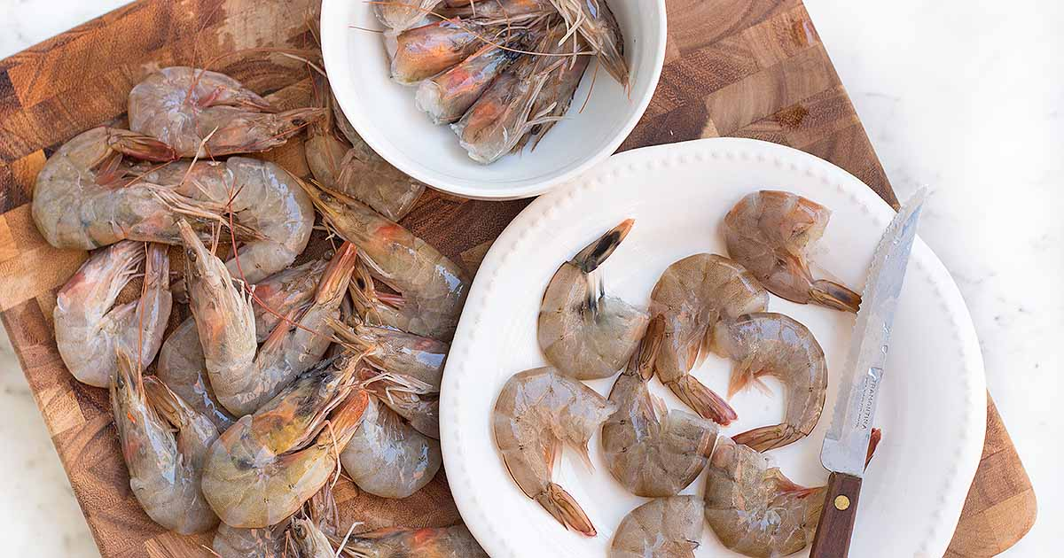 Correctly shell and devein whole shrimp | Foodal.com