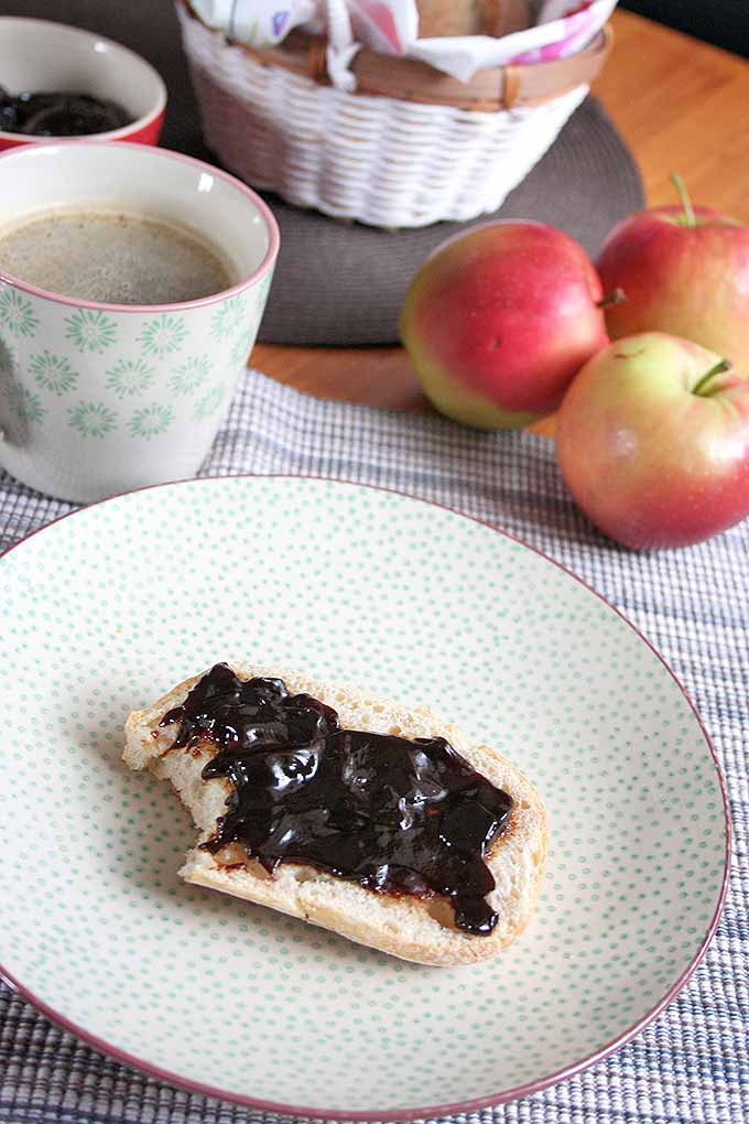 Do you have apples? Throw in some water, and that's all you need to make a sweet and gooey apple butter! We share our easy recipe: https://foodal.com/recipes/canning/homemade-apple-butter/
