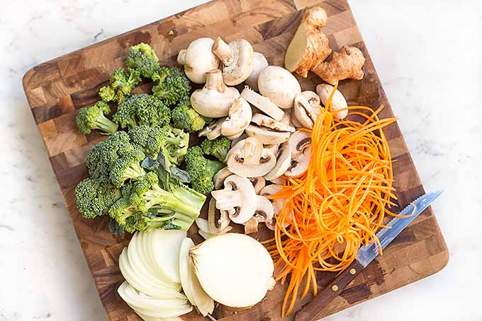 Assorted fresh veggies for a lo mein dinner | Foodal.com