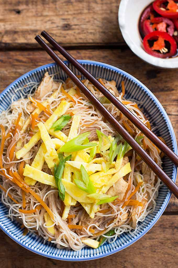 Learn how to make a Singaporean meal called bee hoon, complete with fried vermicelli noodles, chicken, veggies, and eggs. We share the recipe: https://foodal.com/recipes/poultry/fried-bee-hoon-chicken-veggies/