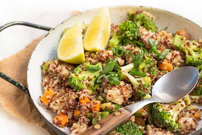 A delicious bowl of lemon chicken quinoa. | Foodal.com