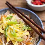 A big bowl of fried bee hoon with chicken and veggies. | Foodal.com