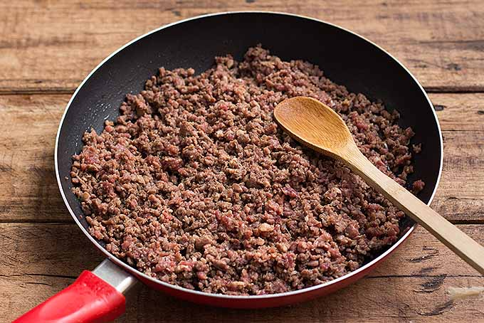 Browning ground beef for spicy beef lettuce wraps. | Foodal.com