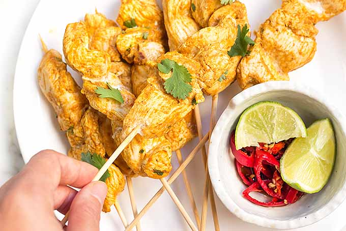 Can't get our hands off of this spicy chicken satay dish! | Foodal.com