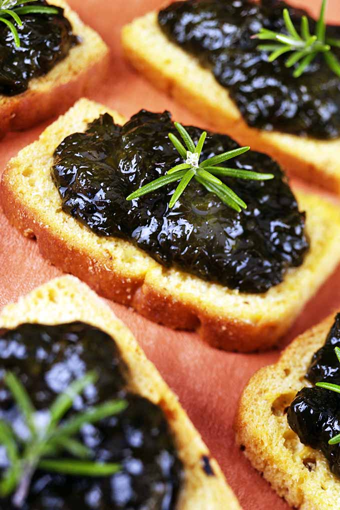Laverbread is just one among the many kinds of ways you can use the superfood seaweed in your diets. Learn all about the most popular varieties of marine algae, and how you can make this your favorite new kitchen staple! More on Foodal: https://foodal.com/knowledge/paleo/seaweed-marine-superfood/