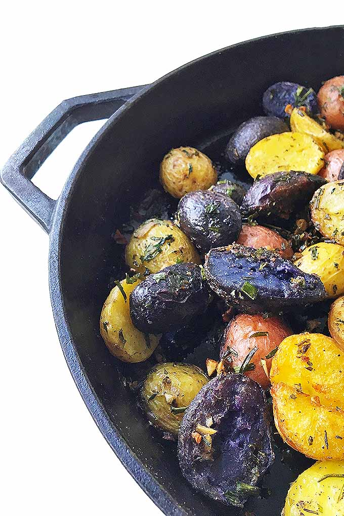 Need some inspiration tonight for side dishes? Make our crispy and creamy cast iron roasted new potatoes with fresh herbs and garlic! Get the recipe now: https://foodal.com/recipes/comfort-food/herb-roasted-new-potatoes/