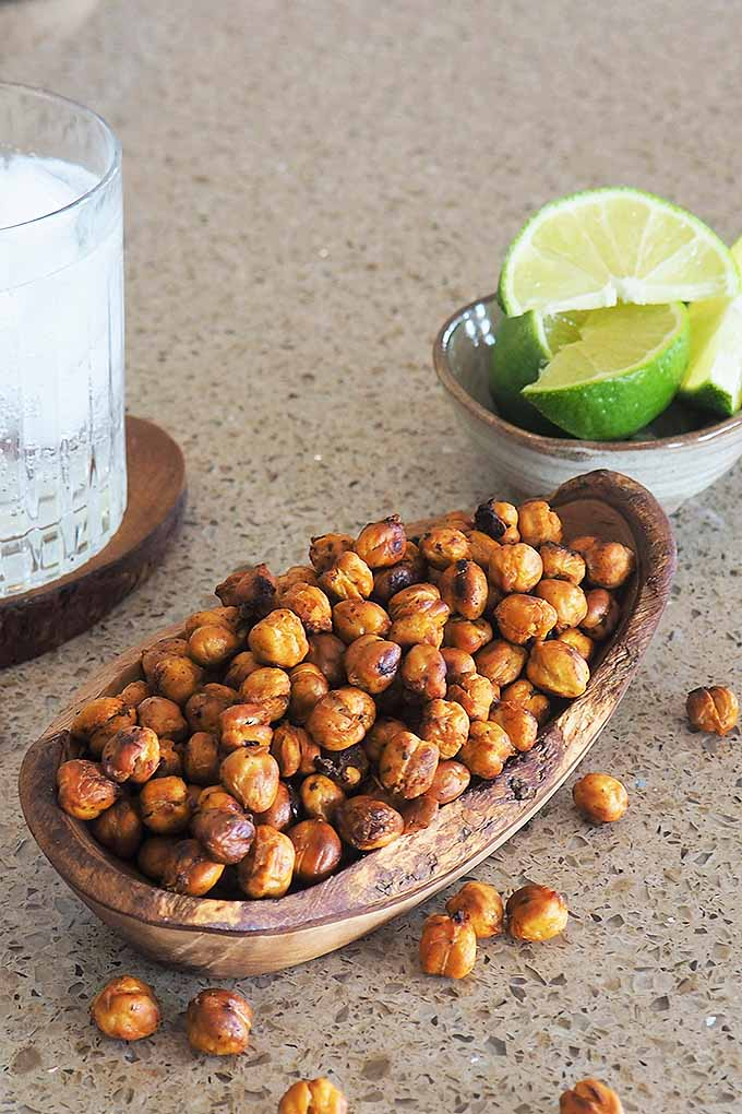 How would you like a snack that's crunchy, flavorful, and healthy? Sweet or spicy, roasted chickpeas deliver the goods for guilt-free, tasty satisfaction. We share the recipe: https://foodal.com/recipes/grains-and-legumes/smoky-spicy-roasted-chickpeas/
