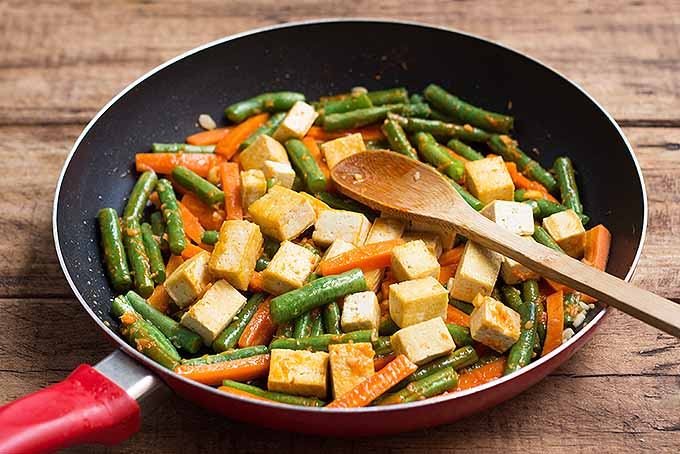 Spicy Tofu and Green Bean Stir Fry | Foodal.com
